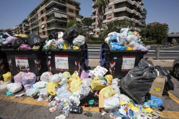 Caos rifiuti a Roma, prof. Francesco Bruno: «Non ci sono alternative al commissariamento. Unica vera politica è economia circolare». Intervista a Il Tempo